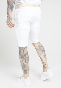 SIKSILK - ELASTICATED WAIST DISTRESSED - Jeansshorts - white - 2