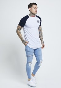 SIKSILK - DISTRESSED SUPER - Jeans Skinny Fit - light wash denim - 1