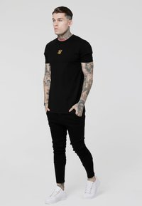 SIKSILK - LOW RISE REAR MAJESTIC ROSE - Jeansy Skinny Fit - black - 1