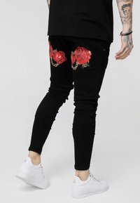 SIKSILK - LOW RISE REAR MAJESTIC ROSE - Jeans Skinny Fit - black