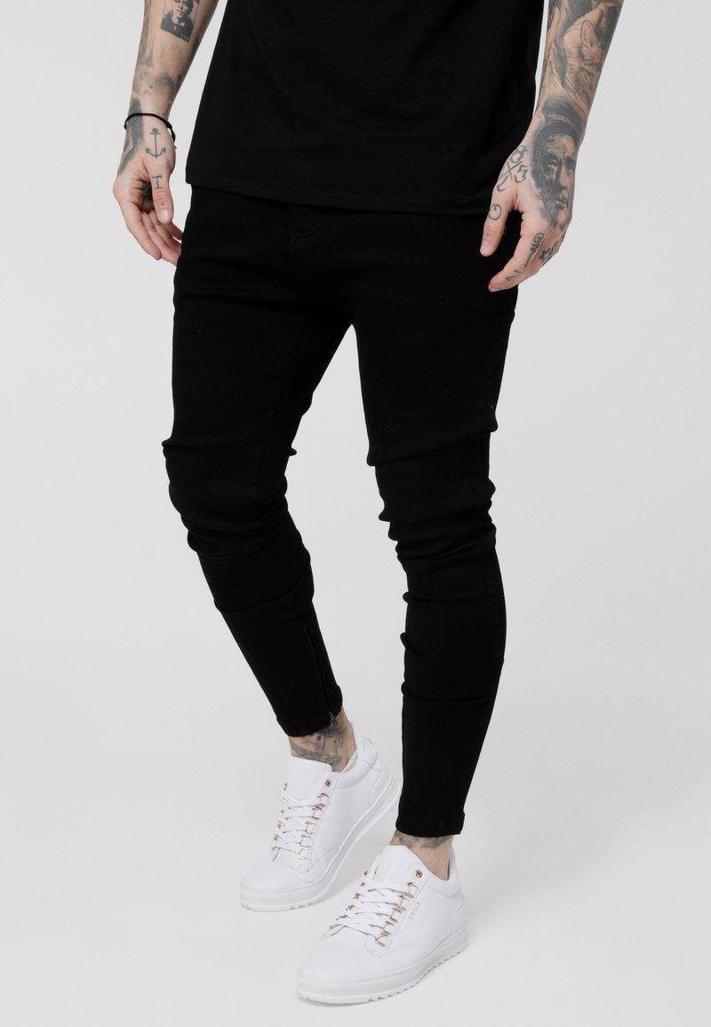 SIKSILK - LOW RISE REAR MAJESTIC ROSE - Jeansy Skinny Fit - black