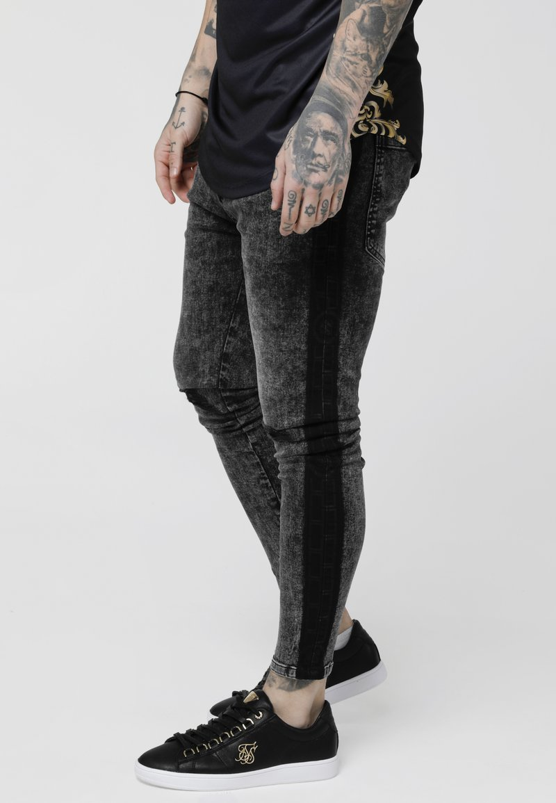 SIKSILK - LOW RISE CARTEL - Jeansy Skinny Fit - black acid wash