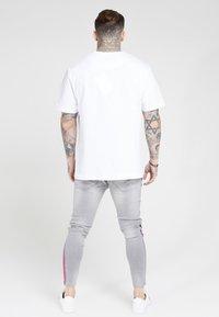 SIKSILK - LOW RISE FADE STRIPE BURST KNEE - Jeans Skinny Fit - grey - 2