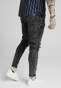 SIKSILK - BUST KNEE RIOT SKINNY JEANS - Jeans Skinny Fit - washed black - 4