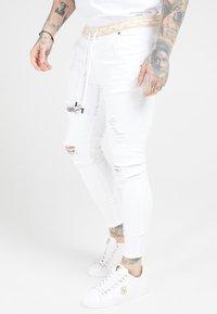 SIKSILK - DISTRESSED - Skinny džíny - white - 4