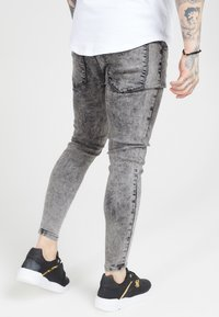 SIKSILK - PLEATED DROP CROTCH - Jeans Skinny Fit - snow wash - 4