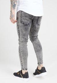 SIKSILK - PLEATED DROP CROTCH - Jeans Skinny Fit - snow wash - 2