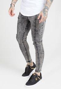 SIKSILK - PLEATED DROP CROTCH - Jeans Skinny Fit - snow wash - 0