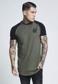 SIKSILK - RAGLAN GYM TEE - T-shirt basic - khaki & black - 0