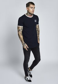 SIKSILK - SHORT SLEEVE GYM TEE - T-shirt z nadrukiem - dark navy blue - 1