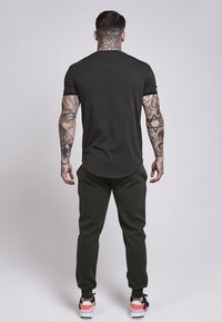 SIKSILK - SHORT SLEEVE GYM TEE - T-shirt imprimé - khaki - 2