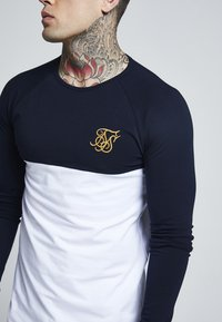 SIKSILK - RAGLAN BLOCK - Camiseta de manga larga - navy/white/gold - 4