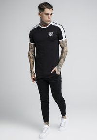 SIKSILK - TAPE SHOULDER GYM TEE - T-shirt imprimé - black - 1