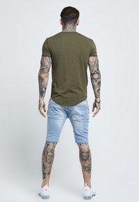 SIKSILK - SHORT SLEEVE GYM TEE - T-shirt basic - khaki - 2