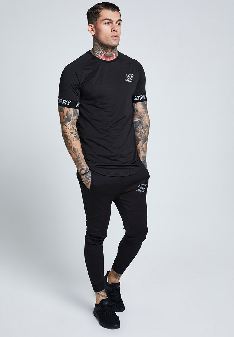 Siksilk Raglan Tech Tape Tee - T-shirt Imprimé Black QdXtr0O