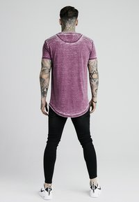 SIKSILK - BURNOUT ROLL SLEEVE TEE - T-shirt print - burg - 2