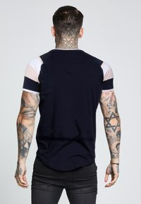SIKSILK - SPRINT GYM TEE - T-shirts med print - navy/pink/white - 2