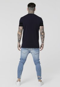 SIKSILK - COLLAR BOX TEE - T-shirt con stampa - navy - 2