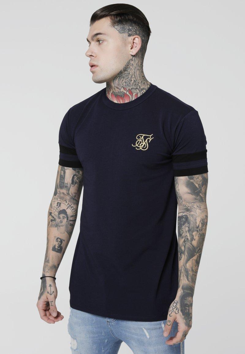 SIKSILK - COLLAR BOX TEE - Print T-shirt - navy