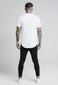 SIKSILK - GOLD TAPE TEE - Camiseta estampada - white - 2