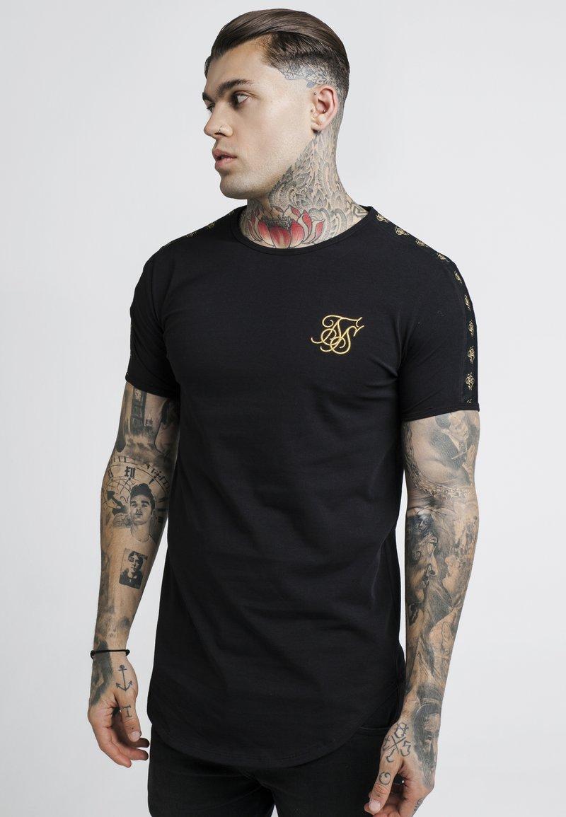 SIKSILK - GOLD TAPE TEES - T-shirt con stampa - black
