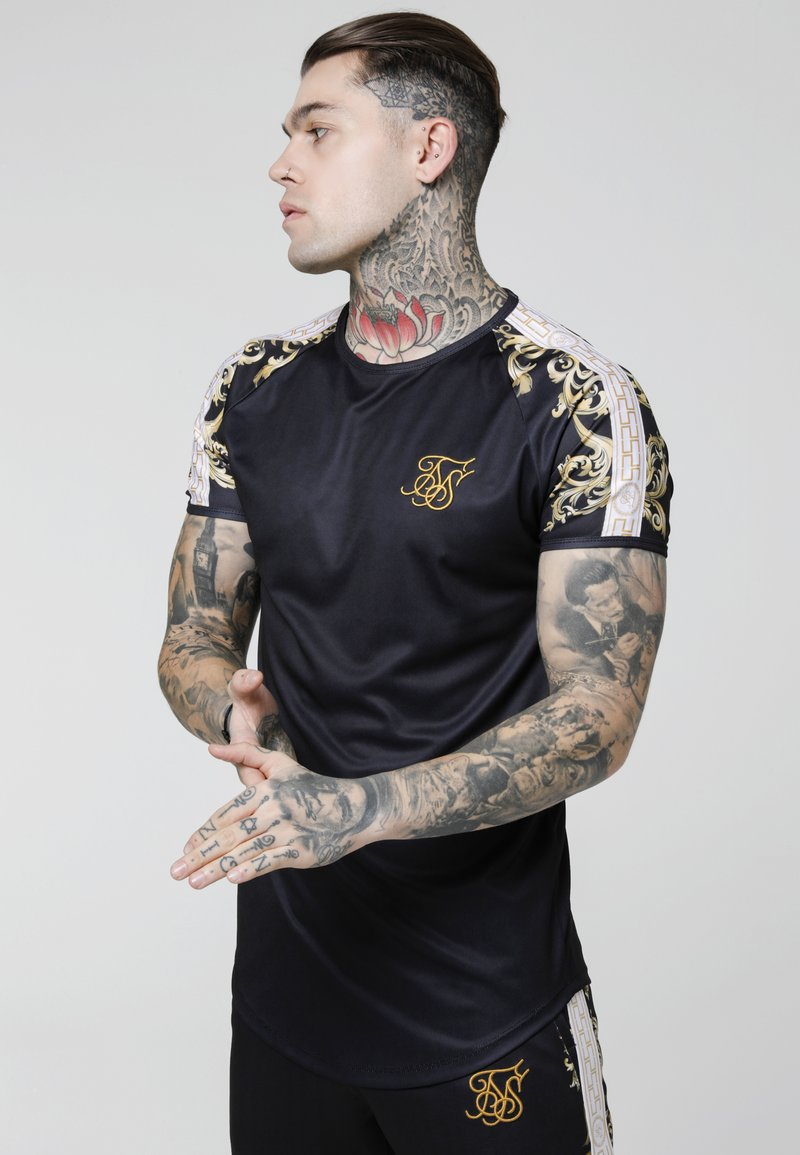 SIKSILK - RAGLAN GYM TEE - Camiseta estampada - black/white/gold