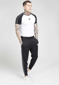 SIKSILK - RAGLAN TAPE GYM TEE - T-shirt imprimé - black/white - 1