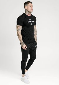 SIKSILK - TECH LOGO TEE - T-shirt print - black - 1