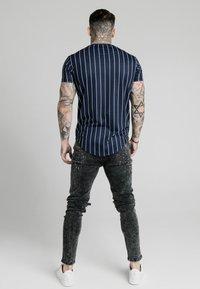 SIKSILK - PINSTRIPE TEE - T-shirt imprimé - navy - 2