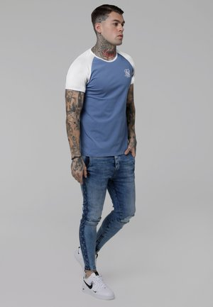 CONTRAST RAGLAN TEE - T-shirt med print - faded denim/white
