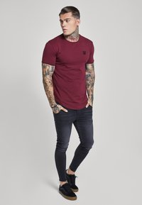SIKSILK - SHORT SLEEVE GYM TEE - Camiseta básica - burgundy - 1