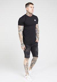 SIKSILK - Basic T-shirt - jet black - 0