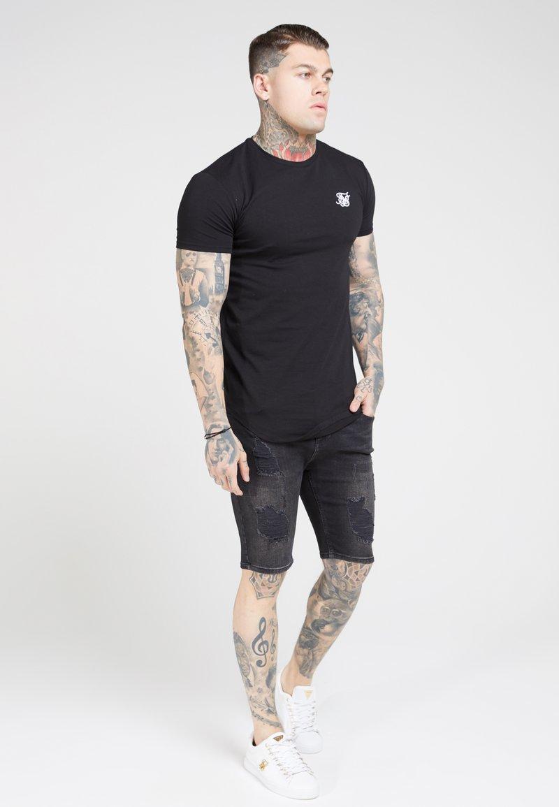 SIKSILK - Basic T-shirt - jet black