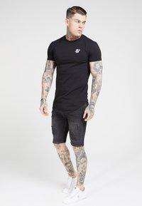 SIKSILK - Basic T-shirt - jet black - 2