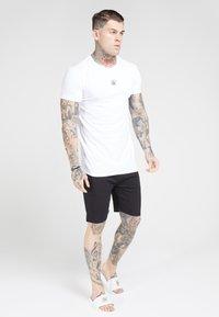 SIKSILK - 2 PACK - T-shirt basic - white & navy - 1