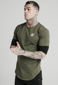 SIKSILK - INSET SLEEVE GYM TEE - Camiseta estampada - khaki/black - 0