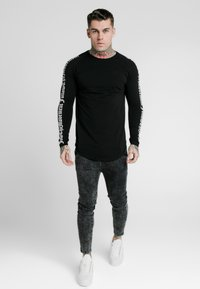 SIKSILK - LONG SLEEVE FOLLOW THE MOVEMENT TEE - Long sleeved top - black - 0