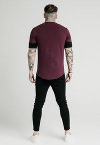 SIKSILK - INSET SLEEVE GYM TEE - T-shirt basic - black/red - 2