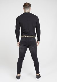 SIKSILK - LONG SLEEVE CHAIN TAPE COLLAR GYM TEE - Long sleeved top - black - 2