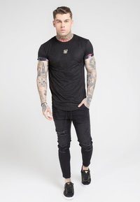 SIKSILK - ROLL SLEEVE TEE - T-shirt con stampa - black & oil paint - 0