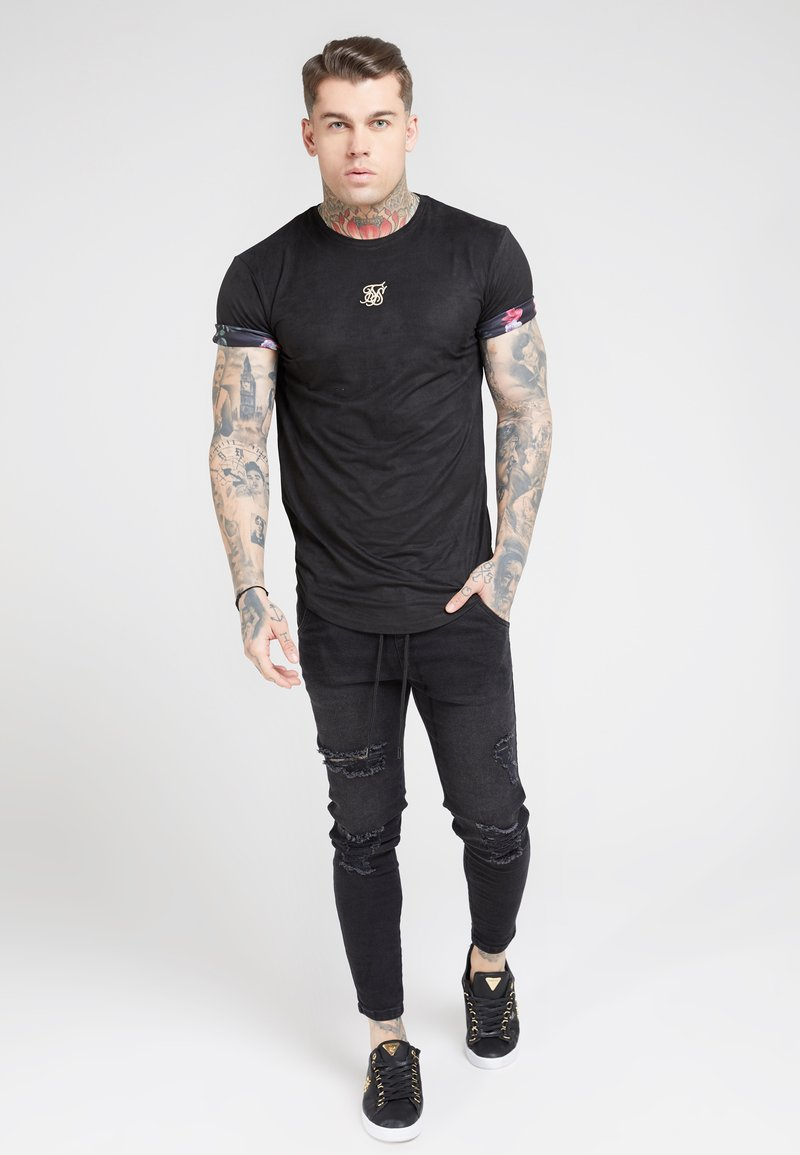 SIKSILK - ROLL SLEEVE TEE - T-shirt con stampa - black & oil paint