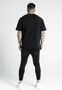 SIKSILK - DANI ALVES PRESTIGE ESSENTIALS TEE - T-shirt print - black - 2