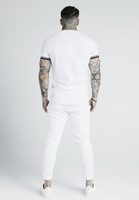 SIKSILK - X DANI ALVES INSET TECH TEE - T-shirt print - white - 2