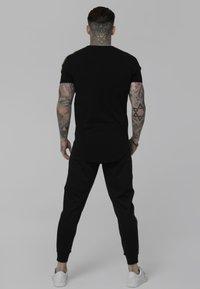 SIKSILK - Camiseta estampada - black - 2