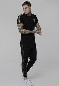 SIKSILK - Camiseta estampada - black - 1