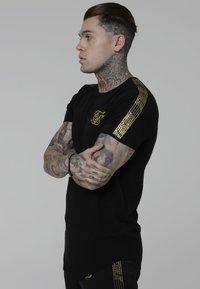 SIKSILK - Camiseta estampada - black - 3