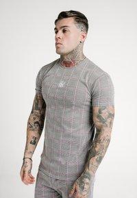 SIKSILK - SMART GYM TEE - T-shirt con stampa - grey/pink - 0