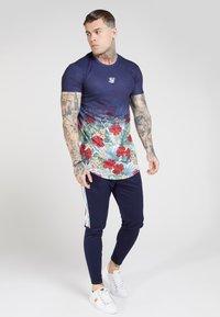 SIKSILK - CURVED HEM FADE TEE - T-shirt med print - navy - 0