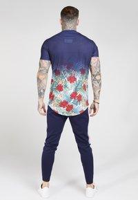SIKSILK - CURVED HEM FADE TEE - T-shirt med print - navy - 2
