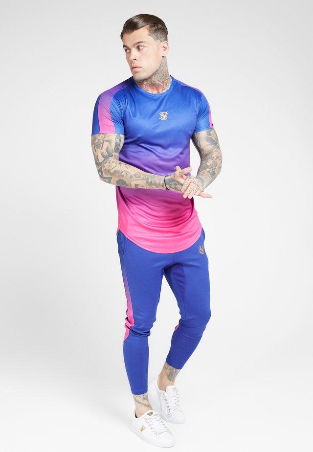MARL FADE PANEL TECH TEE - T-shirt z nadrukiem - neon blue